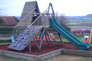 How to choose playground equipment